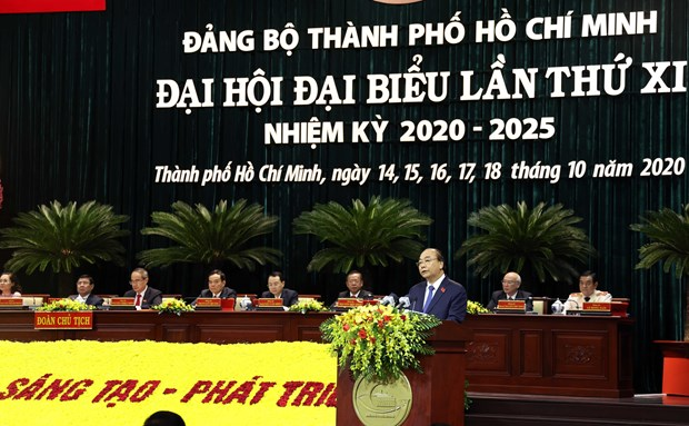 PM urges HCM City to maintain its status as Vietnam's economic engine hinh anh 1