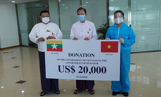 Vietnam presents medical supplies to Myanmar amidst COVID-19 hinh anh 1