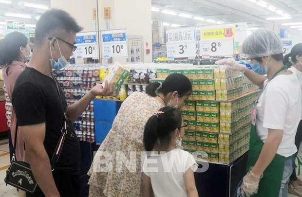 Nutifood becomes first Vietnamese milk brand available at Walmart hinh anh 1