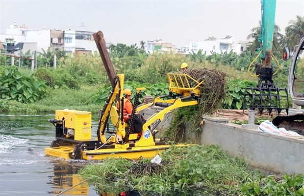 HCM City trials new system to collect rubbish from water bodies hinh anh 1