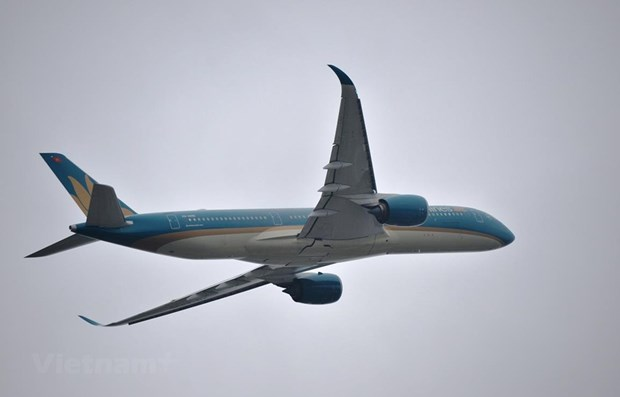 Vietnam Airlines adjusts flights due to bad weather hinh anh 1
