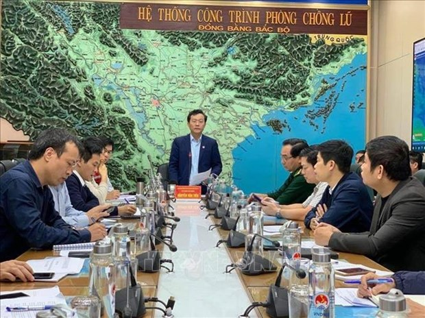 Meeting discusses support for flooding-hit areas in central region hinh anh 1