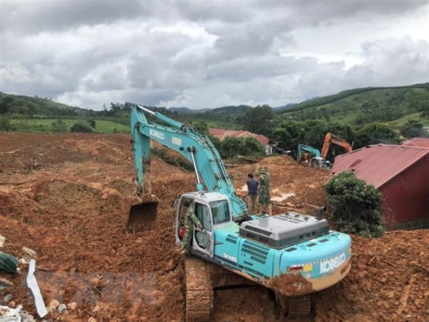 Ten bodies found in Quang Tri landslide hinh anh 1