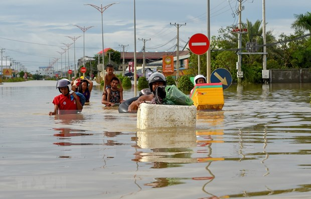 US grants 100,000 USD in aid for Cambodia's response to widespread flooding hinh anh 1
