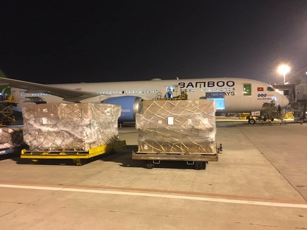 Bamboo Airways provides free transport of relief supplies to central region hinh anh 1