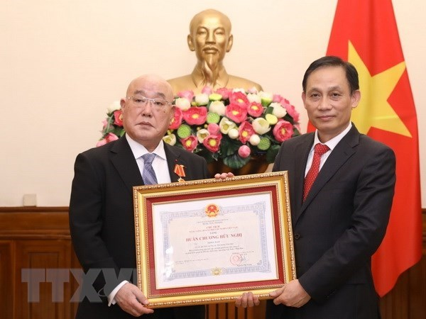 Friendship Order bestowed upon Special Advisor to Japanese PM hinh anh 1