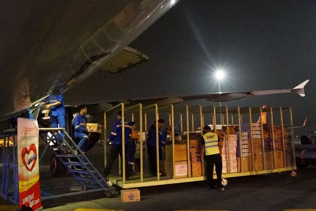 Vietjet offer free transport of relief aid to central region hinh anh 1