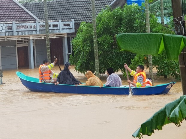 Vietnamese community in Cambodia raise funds for flood victims at home hinh anh 1