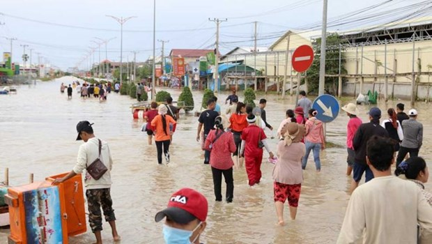 Cambodia: Flooding forces 40 garment factories to suspend operations hinh anh 1