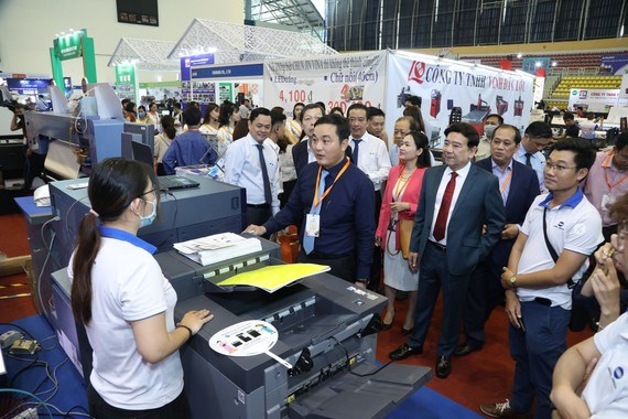 HCM City expo displaying advertising equipment, technology hinh anh 1