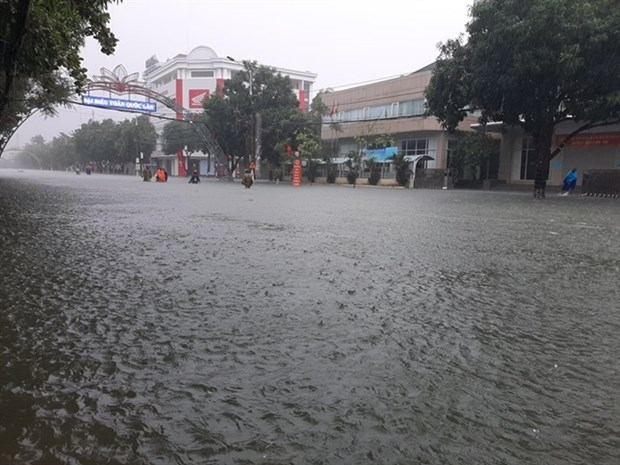 Ha Tinh to relocate 45,000 residents from flooded areas hinh anh 1