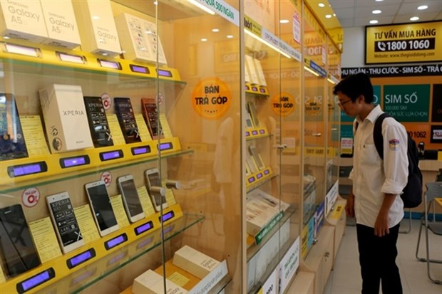 Mobile phone retailers shift to other services as market saturated hinh anh 1