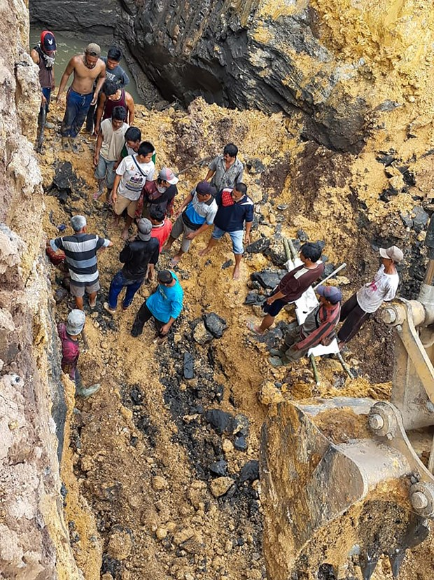 At least 11 killed in landslide in central Indonesia hinh anh 1