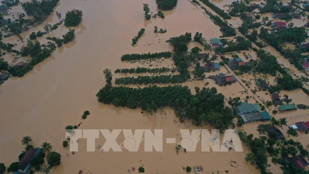 Aid rushed to flood victims in central region hinh anh 2