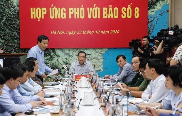 Minister directs coping with storm, flooding in central region hinh anh 1