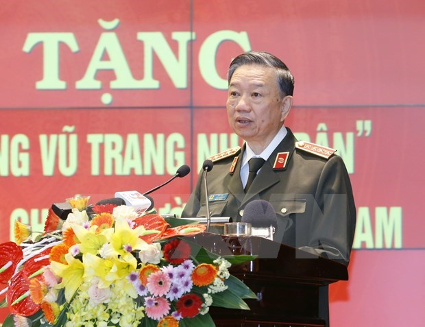 Public security force sent to southern battlefields receives hero title hinh anh 1