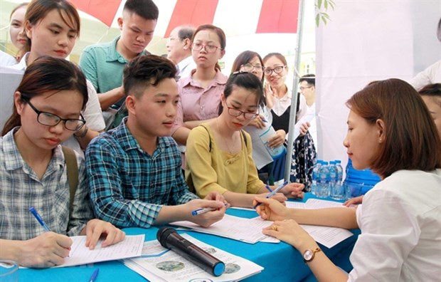 Recruitment needs in some fields rise strongly in year's second half hinh anh 1