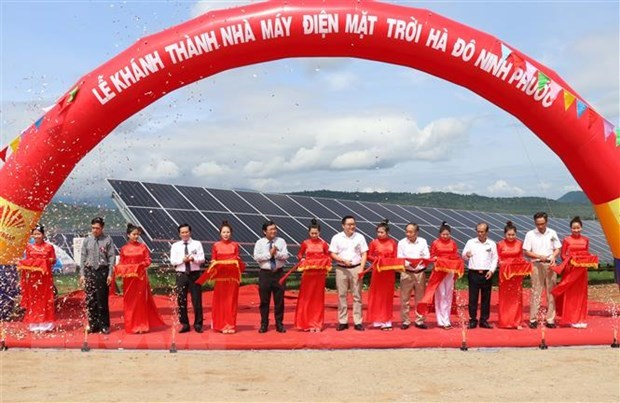 One more solar power plant inaugurated in Ninh Thuan hinh anh 1