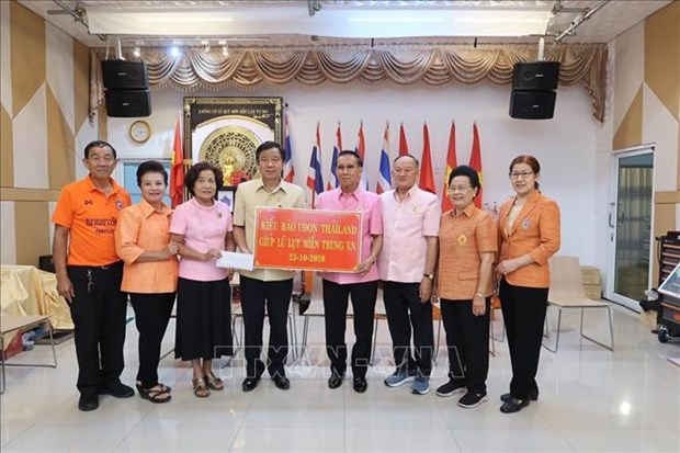 Vietnamese in Thailand, Czech Republic support homeland flood victims hinh anh 1