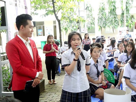 Career counseling critical for 12th graders hinh anh 1