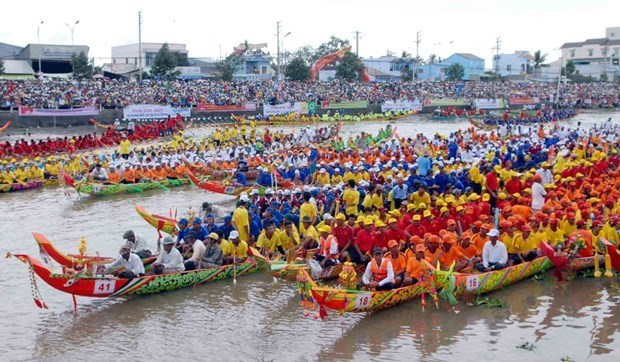 Khmer people's Ok Om Bok festival opens in Tra Vinh hinh anh 1