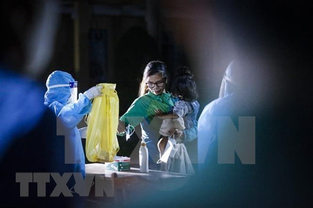 Vietnam records eight imported COVID-19 cases on October 25 evening hinh anh 1