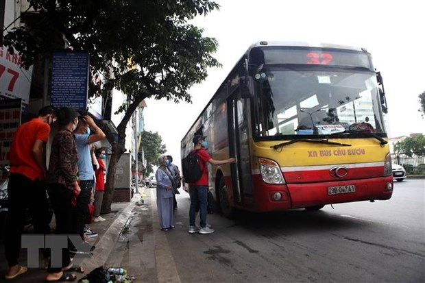 Hanoi looks to improve access to bus services hinh anh 1