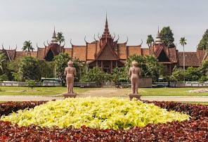 Cambodia welcomes only 1.2 million foreign visitors because of COVID-19 hinh anh 1