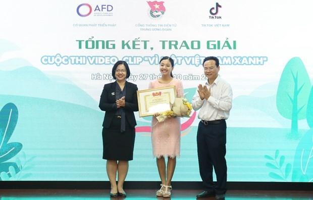 """Winners of """"For a Green Vietnam"""" video contest announced hinh anh 1"""