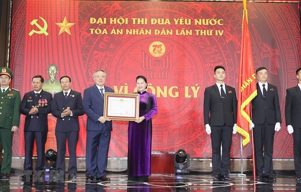 Supreme People's Court receives first-class Independence Order hinh anh 1