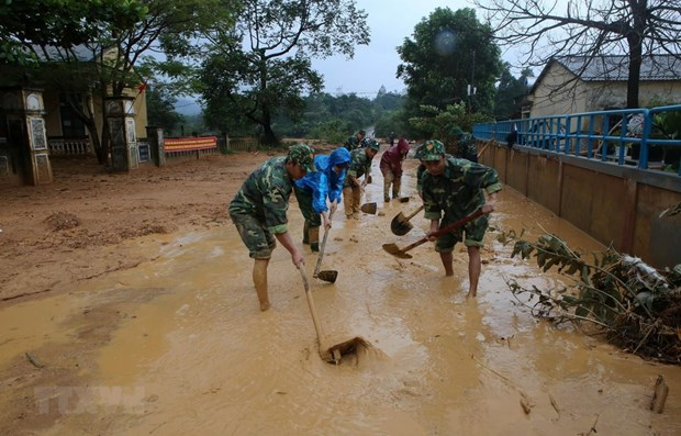 Deputy PM inspects response to Storm Molave hinh anh 1
