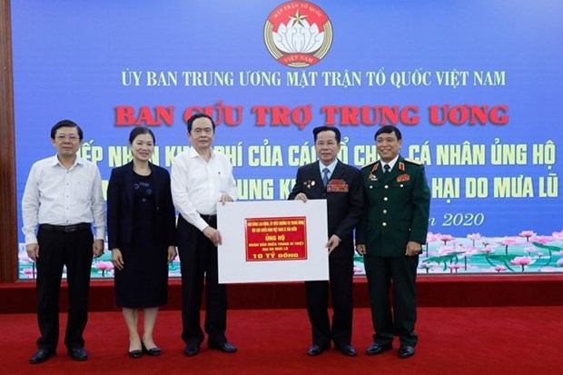 Over 11 million USD donated to central region via Vietnam Fatherland Front hinh anh 1