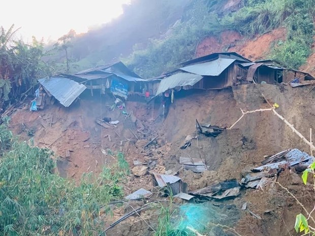 Another Quang Nam landslide kills three, leave eight missing hinh anh 1