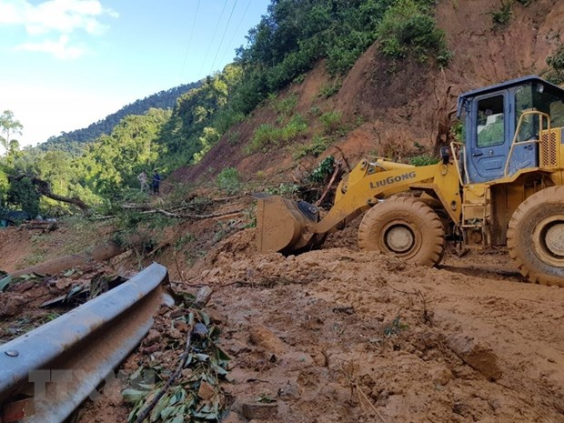 Another body of landslide victims in Quang Nam recovered hinh anh 1