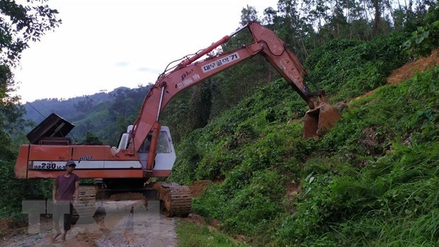 Quang Nam: 21 survive landslides in Nam Tra My hinh anh 1