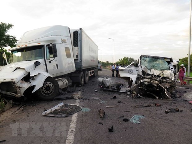 Traffic accidents claim over 5,450 lives in 10 months hinh anh 1