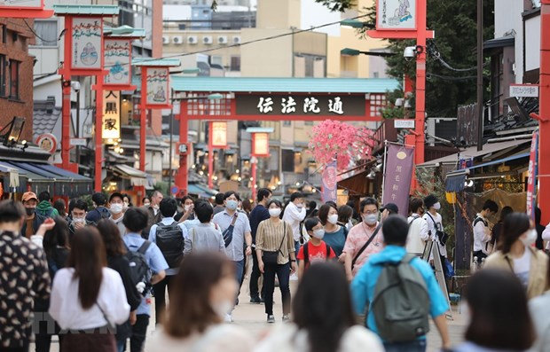 Japan lowers travel alert for Vietnam and seven other countries hinh anh 1