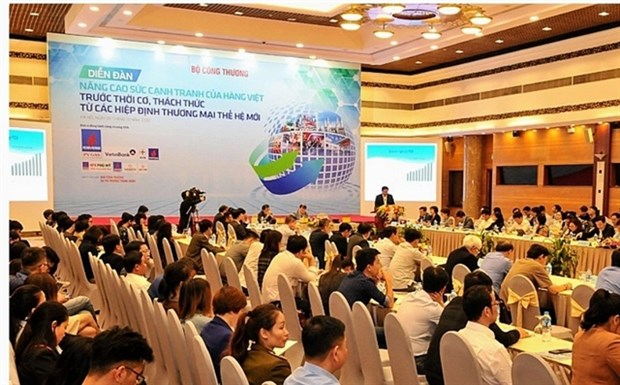 Forum seeks ways to increase local goods' competitiveness hinh anh 1