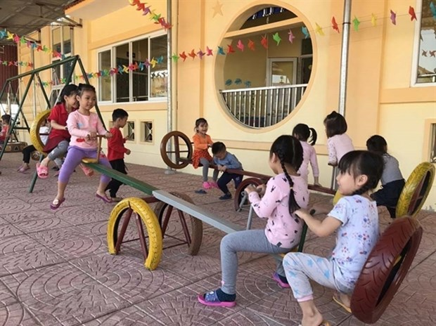 Children enjoy toys made of old tyres in Hai Duong hinh anh 1