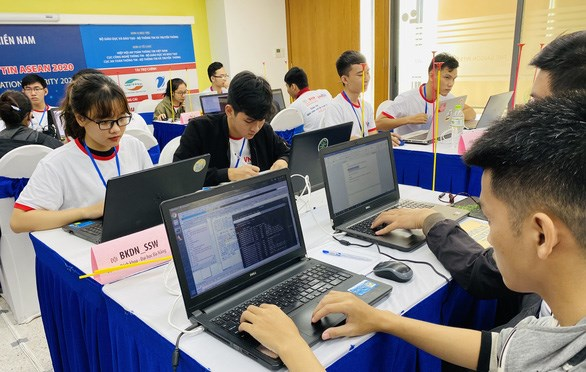 Vietnamese team tops qualifying round of ASEAN information security contest hinh anh 1