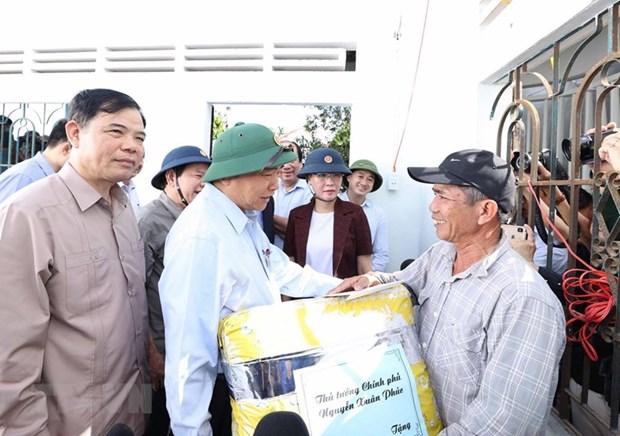 Prime Minister asks for efforts to stabilise livelihoods of flood-hit people hinh anh 1