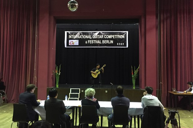 Vietnamese guitarist wins prize at Berlin competition hinh anh 1