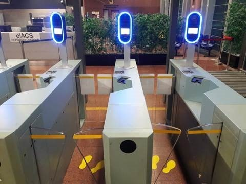 Singapore applies iris patterns, face scanning at all immigration checkpoints hinh anh 1