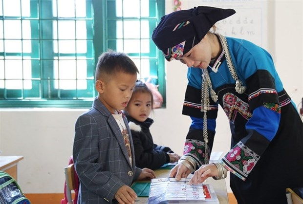 Young teacher devoted to supporting disadvantaged students hinh anh 2