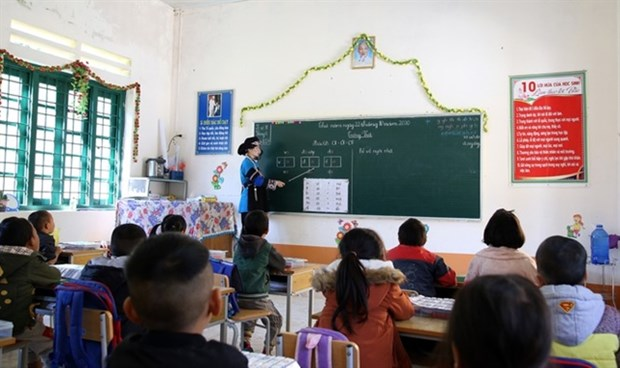 Young teacher devoted to supporting disadvantaged students hinh anh 1