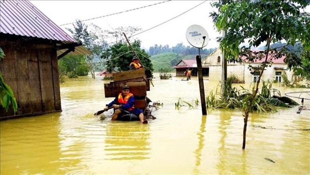 Binh Duong sends relief to disaster-hit victims in central region hinh anh 1