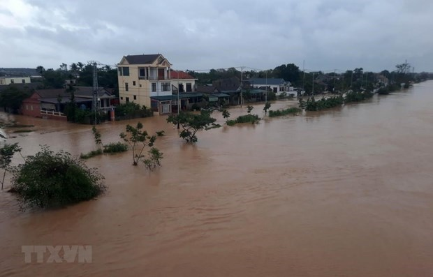 UK donates 500,000 GBP to support flood victims in central region hinh anh 1