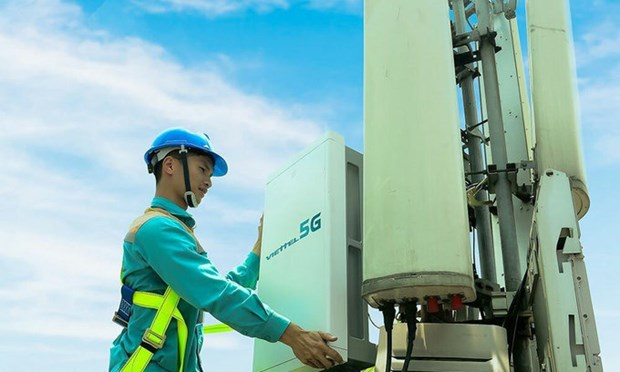 Viettel, MobiFone licenced to commercially test 5G hinh anh 1
