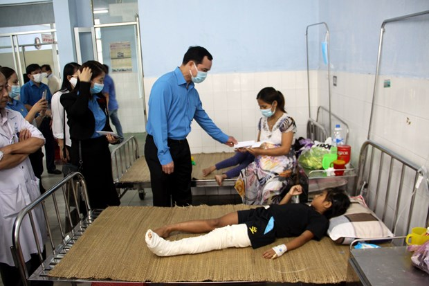 Vietnam General Confederation of Labour supports flood victims hinh anh 1