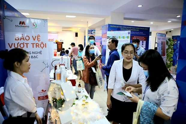 Biotech mart introduces 100 innovative technologies hinh anh 1